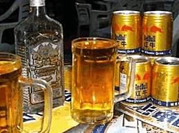 红牛能兑白酒喝吗 白酒兑红牛喝了有危害吗