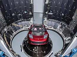 SpaceX悬浮150米 利用引擎降落返回地面