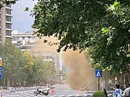 杭州地面坍塌未发现人员伤亡 现场冒出大量黄色烟雾