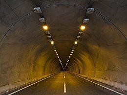 隧道里起火怎么跑往哪个方向跑 隧道内发生火灾怎么逃生自救