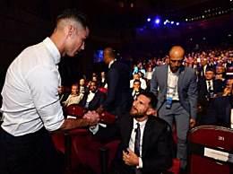 C罗与梅西入围欧足联最佳球员候选名单!称想和梅西共进晚餐