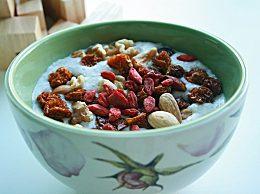 薏米红豆粥的功效是什么?薏米红豆粥不适合哪些人食用