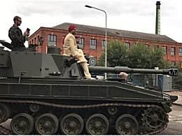 英富二代结婚用坦克当婚车 另类炫富震惊宾客