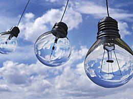 世界上第一个电灯泡是谁发明的?是爱迪生吗