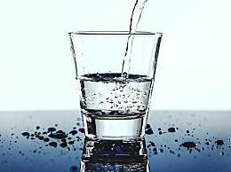 正常人一天要喝多少水?喝水常见的三大误区