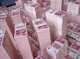 一亿人民币有多重 一亿存银行每年利息是多少