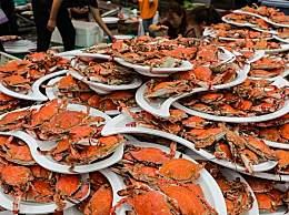 农家婚宴螃蟹堆成山 硬核海鲜宴馋哭网友