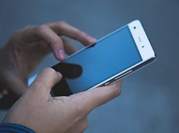 低头玩手机对女性颈椎伤害更大 低头时脖子承受的重量有多大