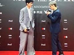 刘昊然红毯滑步 这裤子造型是得罪造型师了?