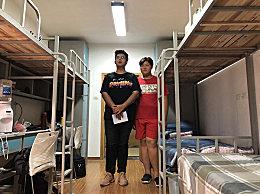 高校新生身高2米 被特殊照顾定制床很舒服
