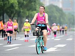 成都半马女子骑共享单车比赛 违规选手被取消成绩终身禁赛