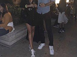 邓文迪与男友分手 23岁的匈牙利男模晒与新女友亲吻照
