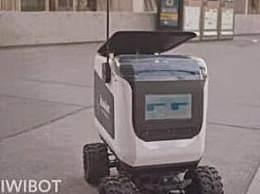 网红送餐无人车用人冒充 打着AI智能旗号招摇撞骗