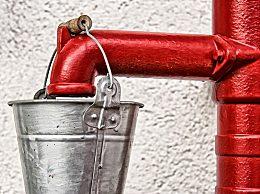 男子发明空气造水机 为缺水之处带去干净水源
