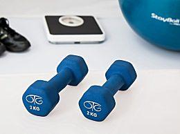 哑铃的锻炼方法!使用哑铃健身需要注意什么