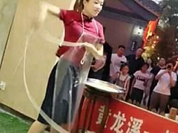 美女开面馆成网红 日甩500根面体重直降25斤