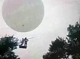 坐氢气球打松籽飘走 网友表示这是想和太阳肩并肩啊