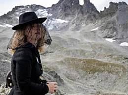 瑞士人为冰川送葬 冰川因气温上升正在消失