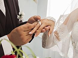 男生必看:求婚戒指戴哪个手指 求婚戒指戴在女生哪个手上