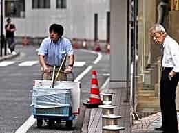 日本银发上班族 揭日本高龄上班族现象