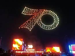 广州700架无人机升空表白祖国 现场气氛超燃