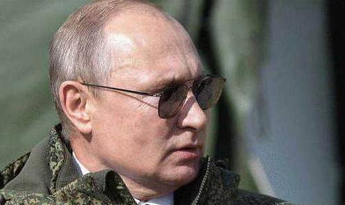 俄媒解密普京电话 不是普通的手机解密需要好几年