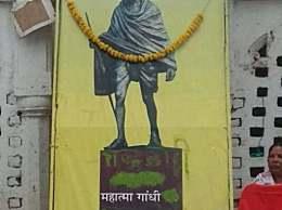 """甘地骨灰被盗 独立领袖照片上被写""""叛徒""""字样"""