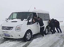 青海祁连突降大雪