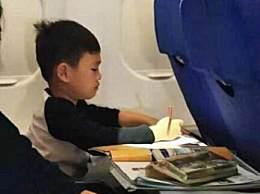 飞机上所有孩子都在补作业 画风简直让人笑哭