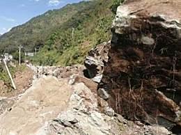 走G248线的人们一定要注意了!凉山州冕宁山体塌方导致断道