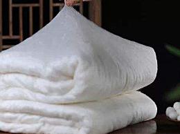 蚕丝被能用洗衣机洗吗