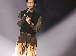 吴亦凡头部露出舞台 给粉丝惊喜画面十分有趣