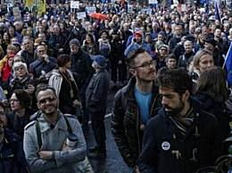 伦敦爆发万人游行 要求再就英国脱欧举行公投