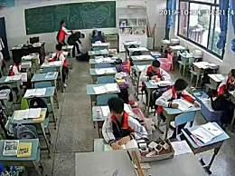 中学生砖头打老师 监控还原细节看得胆战心惊