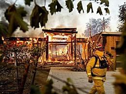 美国加州进入紧急状态 野火快速蔓延致20万人紧急疏散