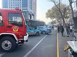 天津公交车失控连撞多车 3人轻伤送医