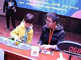 0.683秒魔方纪录 7岁男孩创造魔方二阶单次中国新纪录
