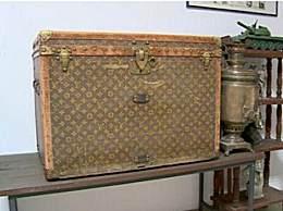 价值10万美元LV行李箱装鸡饲料 老夫妇以为的便宜箱子竟然价值不菲