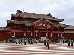 日本冲绳首里城遭遇大火 文化遗产被火焰吞噬