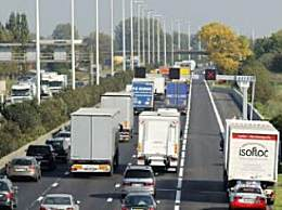 比利时一货车内发现12名移民 12人来自叙利亚和苏丹