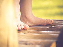 """女人用什么泡脚好?泡脚需要用到的六种""""宝"""""""