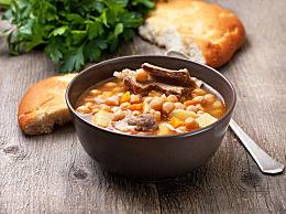 冬季滋补多喝汤 羊肉炖萝卜的家常吃法