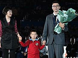 刘炜退役仪式 老队友姚明亲自上台颁奖
