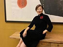 林青霞65岁庆生照 身穿黑色旗袍气质出众