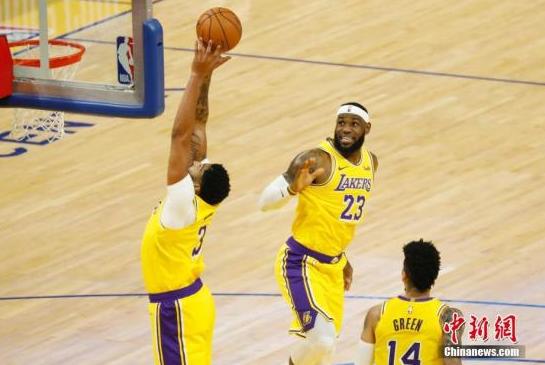 NBA:詹姆斯三双湖人胜公牛 海沃德39分绿军5连胜