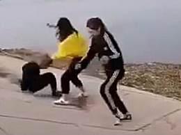 警方通报女孩被多人殴打扔水中 2名施暴者被刑拘