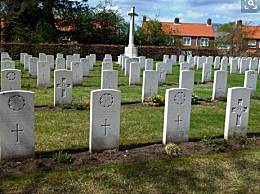 大学开设坟墓体验 提前感知死亡竟然很抢手