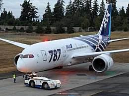 波音客机紧急降落 客机一个引擎出现漏油现象