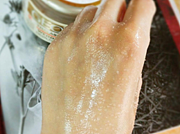 磨砂膏是干用还是湿用 一次用多少 磨砂膏的正确使用步骤介绍