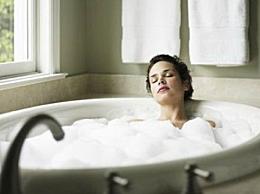 磨砂膏和沐浴露哪个先用 磨砂膏和沐浴露的使用顺序介绍